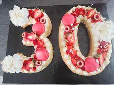 Photos de gâteau d'anniversaire et cakedesign | Allocakesce gâteau pourrait être fait par l'un de nos pâtissier partenaire sur Allocakes rendez vous sur notre site et passer commande auprès d'un pâtissier pres de chez vous grâce à notre moteur de recherche qui vous permettra de trouver qui fait des gâteaux près de chez vous Nutella, Un Cake, Number Cakes, Macaron, Photos, Vanilla Cake, Sugar Paste, Pistachio, Pictures