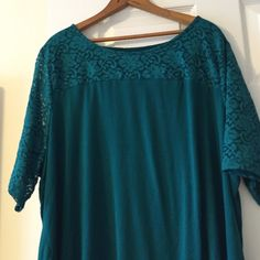 Green short sleeve top Green scoop neck with lace sleeves and neckline. Worn once 98% nylon 2% spandex Apt 9 Tops Tees - Short Sleeve