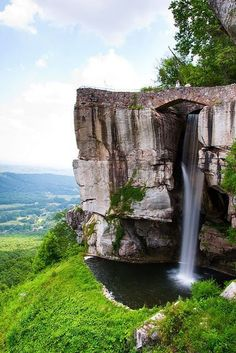 Lover's Leap Falls, Rock City, Tennessee on Lookout Mountain over Chattanoonga. Places To Travel, Places To See, Beautiful Waterfalls, Adventure Is Out There, Places Around The World, Vacation Spots, Vacation Travel, Travel Usa, The Great Outdoors