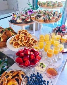 brunch / lunch ideas ready for the afternoon weddingYou can find Tea party ideas and more on our website.brunch / lunch ideas ready for the afternoon wedding Breakfast And Brunch, Breakfast Ideas, Brunch Bar Ideas, Breakfast Bar Food, Breakfast Parties, Breakfast Buffet Table, Brunch Ideas For A Crowd, Breakfast Catering, Breakfast Cheese Danish