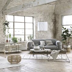 Warehouse Living room in white, even the brick wall. Warehouse Living, Estilo Interior, Exposed Brick Walls, White Brick Walls, Industrial Interior Design, Living Spaces, Living Room, Decoration Inspiration, Deco Design