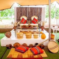 Not to mention wedding decoration. Because wedding decors give important tips to the guests in terms of reflecting the style of the couple to be married. African Wedding Cakes, African Wedding Theme, African Traditional Wedding Dress, Traditional Wedding Decor, African Party Theme, Zulu Wedding, Wedding Centerpieces, Wedding Decorations, Afro