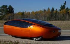 As impressoras 3D já conseguem criar carros eléctricos. / 3D printers can already create electric cars.