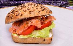 Meniu catering cu gustari pentru pauza de cafea Salmon Burgers, Catering, Chicken, Ethnic Recipes, Food, Meals, Yemek, Food Court, Cubs