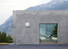 Detached house in Chur/Patrick Gartmann Partners Concrete Architecture, Residential Architecture, Art And Architecture, Contemporary Architecture, Chur, Minimalist Architecture, Modern House Design, Interior And Exterior, Art Deco