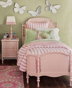 When it comes to designing a girl's bedroom, there's more than enough room to be creative. See these 20 inspiring ideas to achieve a sophisticated girl's bedroom design. Girls Bedroom, Bedroom Decor, Bedroom Ideas, Garden Bedroom, Childs Bedroom, Kid Bedrooms, Boy Rooms, Trendy Bedroom, Green Kids Rooms
