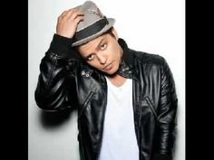Bruno Mars is one of the most popular singer song writers today. Bruno Mars's albums are international top sellers. His music goes straight to the heart and makes your day wonderful. Read more about Bruno Mars at Free News Release. Bruno Mars, Mars Wallpaper, Mars Pictures, Star Academy, Pop Rock, Hottest 100, Style Retro, Music Love, Just The Way