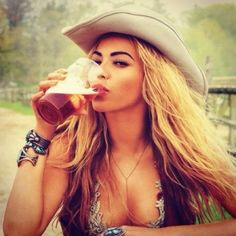 Female Celebrities That Drink Beer