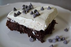 Chocolate and Vanilla. Plain and simple. More or less. If you ever find yourself looking for a simple, decadent dessert to serve others, why not top a box of Ghiradelli Chocolate Supreme Brownies with Decadent Vanilla Pudding? It's super simple to make and there are several ways you can garnish it: Chocolate Curls Chocolate Chips...