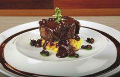 Disfrute de un plato especial con este lomo bañado en una deliciosa salsa de chocolate y hormiga culona.