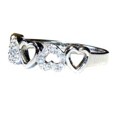 5 Hearts Promise Ring - Beautiful Promise Rings #HeartPromiseRing #HeartShapedPromiseRing