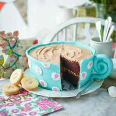 This cup of tea cake is adorable! With a rich, chocolate sponge and a chocolate … This cup of tea cake is adorable! With a rich, chocolate sponge and a chocolate buttercream icing it's not only indulgent but sure to impress all your guests. Pretty Cakes, Beautiful Cakes, Amazing Cakes, Bolo Original, Chocolate Buttercream Icing, Buttercream Birthday Cake, Teapot Cake, Chocolate Sponge, Cake Chocolate