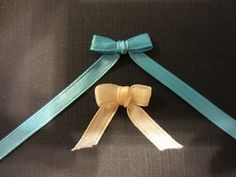 How to make a Bow with Ribbon and a Fork – Quick and Easy In this video we show you how to make a tiny bow with a fork. This is a bow that works great with cards and little gifts for Christmas or Birthdays. Thin Ribbon, Ribbon Bows, Ribbons, Ribbon Hair, Fork Bow, Diy Christmas Cards, Christmas Ribbon, Handmade Christmas, Decorative Bows