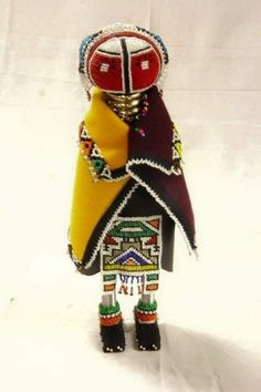 Hand Beaded and woven Doll from Southern Africa African Dolls, African Masks, Arte Tribal, Tribal Art, Africa Craft, South African Artists, Textiles, Pebble Painting, African Animals