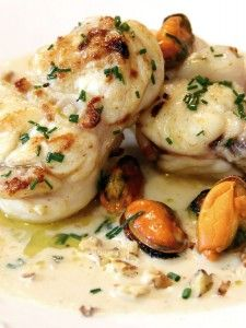 Recipe Monkfish with walnut sauce and mussels Beer Recipes, Cooking Recipes, Healthy Recipes, Recipies, Tilapia Recipes, Fish Recipes, Seafood Dishes, Fish And Seafood, Pescado Recipe