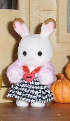 vêtements pour Sylvanian (explications, patrons, tutoriels ) nouveautés avec tuto.: charlotte pour lapine p61, châle en tissu p63, coussin d...
