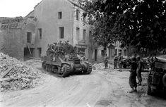 Coutances, le véhicule vient de la rue de la Croix Quillard, pour aller vers l'Avenue de la République.