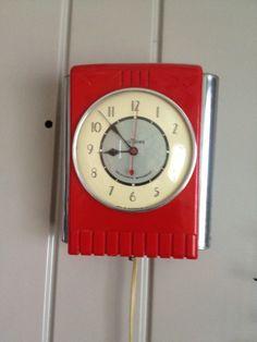 NuTone Clock/ Doorbell – Retro Renovation 262 Vintage Wall Clocks