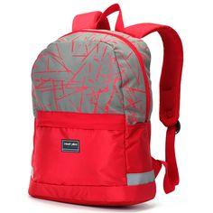 Nabízíme Vám školní či cestovní batoh, ať už jej využijete pro školáka, studenta, pro pracovní účely nebo jako cestovního společníka. Moderní červeno růžový batoh Travel plus Vás zaručeně potěší. Jeho hlavní kapsa je s výztuhou pro Váš notebook (max. 26,5 x 29,5 cm) a nabídne kromě prostoru i dvě menší síťované kapsy.