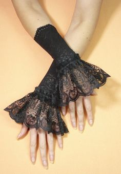 LAST PAIR Gothic Lace Gloves with Ruffle Costume por estylissimo