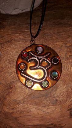 bijou energétique, aum, chakras, émail sur cuivre  de Home Sweet Aum sur DaWanda.com