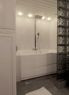 Bathtubs are back. Beautiful Bathrooms, Modern Bathroom, Bathtubs, Lights, Blog, Funky Bathroom, Bathtub, Tubs, Lighting