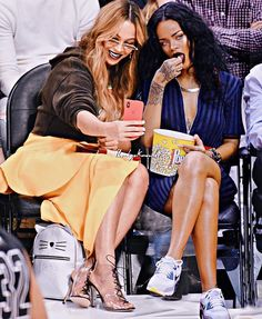 Beyonce y Rihanna Rihanna Love, Rihanna Fenty, Beyonce Style, Beyonce And Jay Z, My Black Is Beautiful, Beautiful People, Beyonce Nicki Minaj, Beyonce Memes, Beyonce Knowles