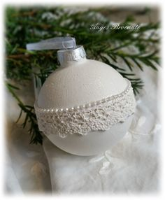 Christmas Balls, White Christmas, Christmas Home, Vintage Christmas, Christmas Crafts, Christmas Decorations, Xmas, Christmas Ornaments, Holiday Decor