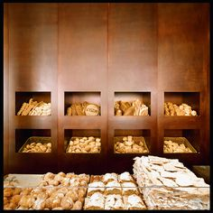 The Princi bakery, Piazza XXV Aprile, Milan 2004 by Claudio Silvestrin Bakery Interior, Retail Interior, Interior Design Images, Interior Design Inspiration, Bakery Cafe, Cafe Restaurant, Museum Cafe, Bread Shop, Pastel Interior