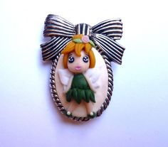 Brooch decorated with Tinkerbell kawai polymer clay handmade - Spilla decorata con Trilly kawai in fimo fatta a mano