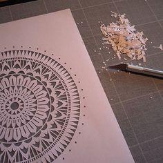 Séance petits trous!☺ Belle journée à tous!  ¤¤¤¤¤¤¤¤¤¤¤¤¤¤¤¤¤¤¤¤¤¤¤¤¤¤¤¤¤¤¤¤¤¤¤ #Mix #mandala #mandalart #mandalalovers #mandala_sharing #zentangle #workinprogress #process #paper #paperart #paperwork #papercut #papercuttingart #cutfrompaper #handcut #handdrawn #drawing #madecoamoi #madeinfrance #dijon #art #artwork #artist #decor #walldecor #wallart #inspiration #precision