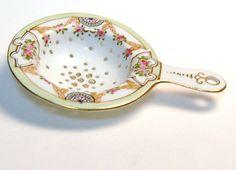1890-1921 Elegant Porcelain Nippon Tea Strainer