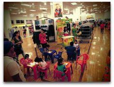 Activación de marca para margarina girasol por el día del niño en tienda de ropa. Buscando al target