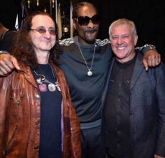 Eye candy overload! Snoop Dogg sandwiched by Geddy Lee and Alex Lifeson of RUSH. <3
