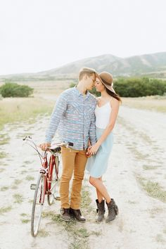 Cute engagement session ideas. Vintage bike engagements. Stephanie Sunderland Photography. Engagement outfit ideas. Fine art wedding Photography.