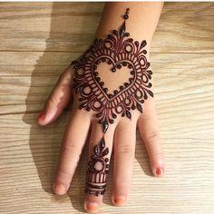 Simple Mehndi Designs Fingers, Henna Designs For Kids, Palm Henna Designs, Henna Tattoo Designs Simple, Finger Henna Designs, Mehndi Designs Book, Mehndi Designs 2018, Modern Mehndi Designs, Mehndi Designs For Beginners