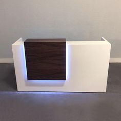 Chicago Reception Desk in White Gloss – Office İnterior İdeas Reception Table Design, Modern Reception Desk, Reception Counter, Office Reception, Clinic Interior Design, Counter Design, Color Changing Led, Office Interiors