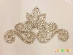 psbe (104)__ Couture Embroidery, Flower Embroidery Designs, Embroidery Jewelry, Embroidery Hoop Art, Hand Embroidery Patterns, Beaded Embroidery, Russian Embroidery, Hand Embroidery Videos, Tambour Beading