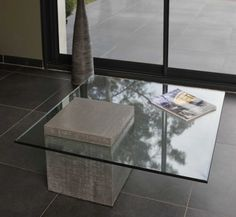 [Table design socle beton] I love how the mass of concrete block pokes through the glass. Inspiration fuer Solits, www.