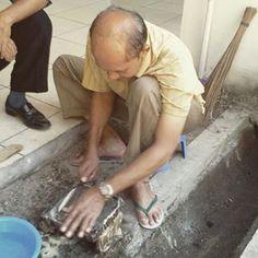 Pembuatan Canting cap di BBKB. (Proses Pengkikiran bagian bawah canting cap)