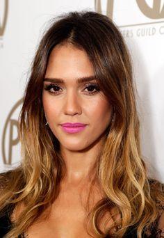 Belleza en fucsia, el lipstick que no puede faltarte esta primavera: Jessica Alba