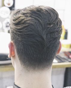 2016 was the year of the fade but 2017 is shaping up to be the year of the taper. The taper haircut has clean lines that are scissor cut instead of cut with clippers. Some people Classic Mens Hairstyles, Smart Hairstyles, Cool Hairstyles For Men, Men's Hairstyles, Medium Hairstyles, Wedding Hairstyles, Haircuts For Men, Modern Pompadour, Men's Pompadour
