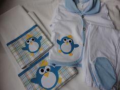 Enxoval de bebe - Conjunto pagão em malha  com 3 pçs e mini lençol (0,70 x 1,00m) e fronha, em percal (tudo 100% algodão). Tema Pinguim. Para comprar acesse: www.maeteatelier.... ou envie um e-mail para: mailto:teresi@glo...