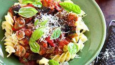 Servírujte večeři hodnou tradiční italské restaurace. Těstoviny s pečeným ratatouille potěší i toho nejmlsnějšího gurmána, aniž by vás zaměstnaly na celé odpoledne.