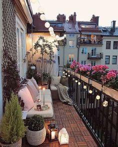 narrow balcony Balkon in Zoes und Kates Wohnung Narrow Balcony, Small Balcony Garden, Small Balcony Decor, Small Patio, Small Balconies, Patio Balcony Ideas, Modern Balcony, Small Balcony Design, Terrace Ideas