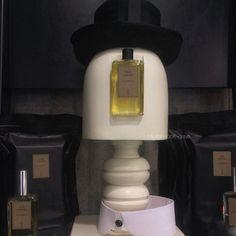 Чудесная композиция Naomi Goodsir в киевской @Aromateque с любимым Bois d'Ascese.  ...  #eaudemode #naomigoodsir #naomigoodsirparfums #boisdascese #kyiv #aromateque #perfume #наомигудсир #ароматека #киев #парфюмерия #ниша #нишеваяпарфюмерия #духи #аромат