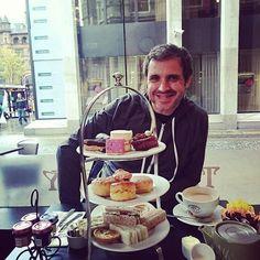 Lo mejor para terminar un viaje al Reino Unido es un #afternoontea en @patisserievalerie al lado del ayuntamiento de #Belfast #Ireland #Irlanda #foodporn #cake #love