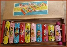 *xylophone - made of metal and the little things you hit the keys with were made of wood - Happybeetje - Deep Nostalgia My Childhood Memories, Childhood Toys, Sweet Memories, Nostalgia, Ddr Museum Berlin, Good Old Times, Vintage Dolls, Retro Vintage, Tin Toys