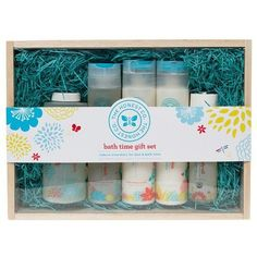 Create a better bath & bedtime with this collection of everything you need to go from tubby to twinkle time as smoothly & soothingly as possible. The set is wrapped in a beautiful lightweight reusable