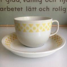 Arabia puhalluskoriste kuppi Bone China, Finland, Cupboard, Tea Cups, Tableware, Eggs, Clothes Stand, Armoire, Dinnerware